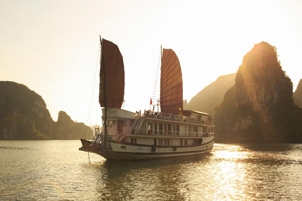 HALONG APRICOT CRUISE IN CAT ONG ISLAND ( 3 DAYS – 2 NIGHTS )