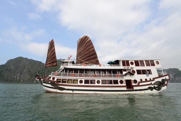 Ha Long Bay 2 days 1 nights Royal Palace Cruise